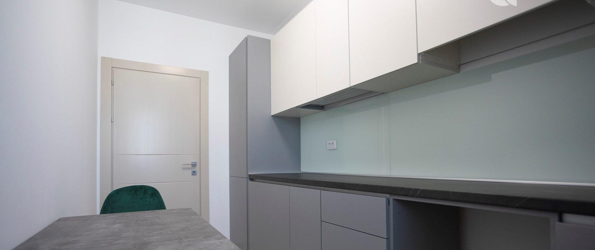q-residence-apartament-cu-o-camera-mobilier-modern-bucatarie-09